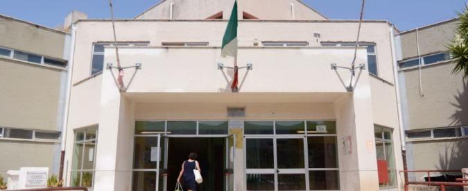 Palermo, uccello con la testa mozzata davanti all'ingresso della scuola Giovanni Falcone