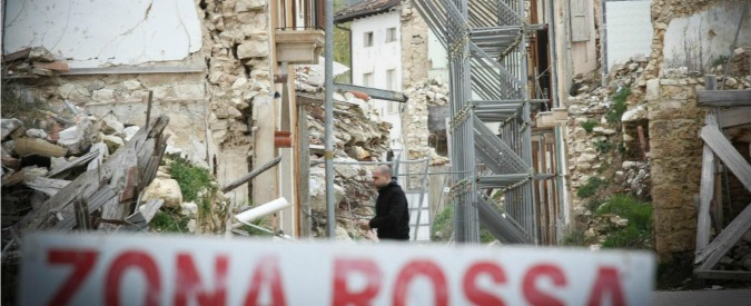 Terremoto L'Aquila, inchiesta sugli appalti per la ricostruzione: trovati 15mila euro nei comodini di due funzionari Mibact