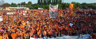 """Vaccini obbligatori, la marea arancione dei 10mila a Pesaro contro il decreto Lorenzin: """"Free-vax, liberi di decidere"""""""