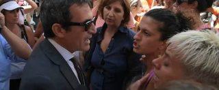 Vaccini, urla e spintoni all'uscita da Montecitorio. Tre deputati Pd aggrediti dai manifestanti