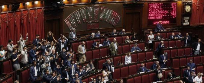 Vitalizi, la Camera approva l'abolizione. Forza Italia non vota: 'È incostituzionale'. Via libera dopo 24 ore di polemiche