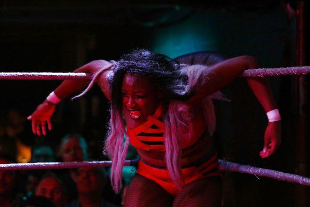 Sulle orme di GLOW, ecco l'evento wrestling femminista punk rock a Londra (GALLERY)