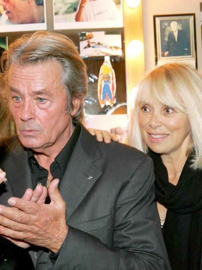 Mireille Darc morta, addio all'attrice francese e compagna di vita di Alain Delon