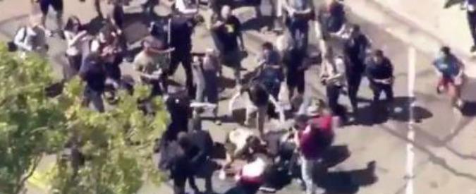 Usa, scontri tra anarchici e sostenitori di Trump: 6 feriti. Polizia arresta 14 persone