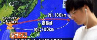"""Corea del Nord lancia missile che sorvola Giappone: """"Può portare testata nucleare"""". Russia: """"Fallimento sanzioni"""""""