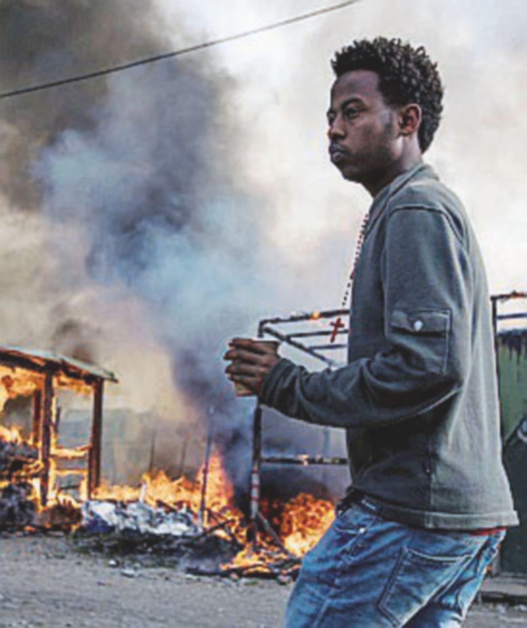 Contrordine compagni, a Calais strutture, cibo e docce per migranti