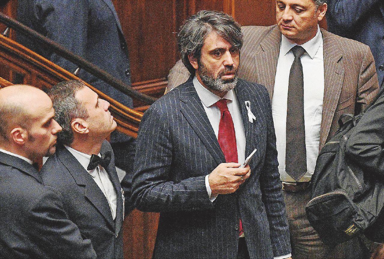 Pd in rosso, inizia la caccia ai parlamentari morosi