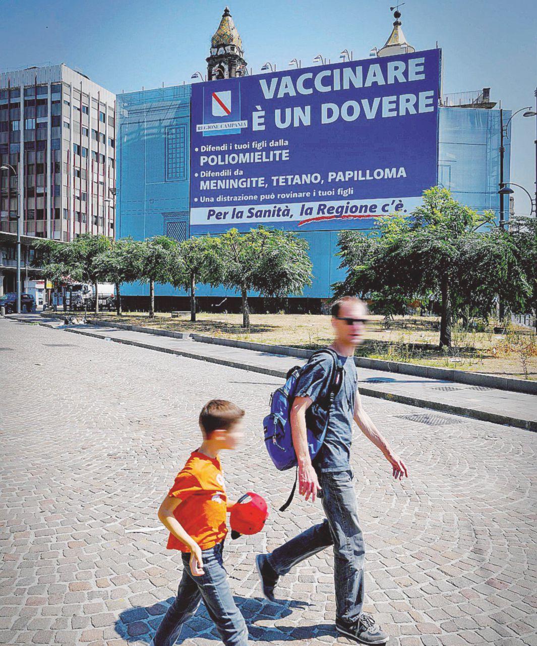 """""""Serve ai migranti"""" e il vaccino fu esteso  a tutti (senza dirlo)"""