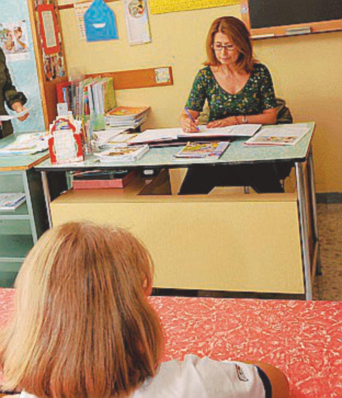 Il paradosso della legge: i docenti non possono presentare i certificati