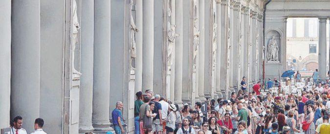 Gli Uffizi chiudono per il caldo e i visitatori in coda si ribellano