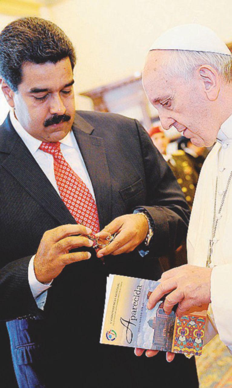 Maduro se ne frega del Papa: si insedia la sua Costituente