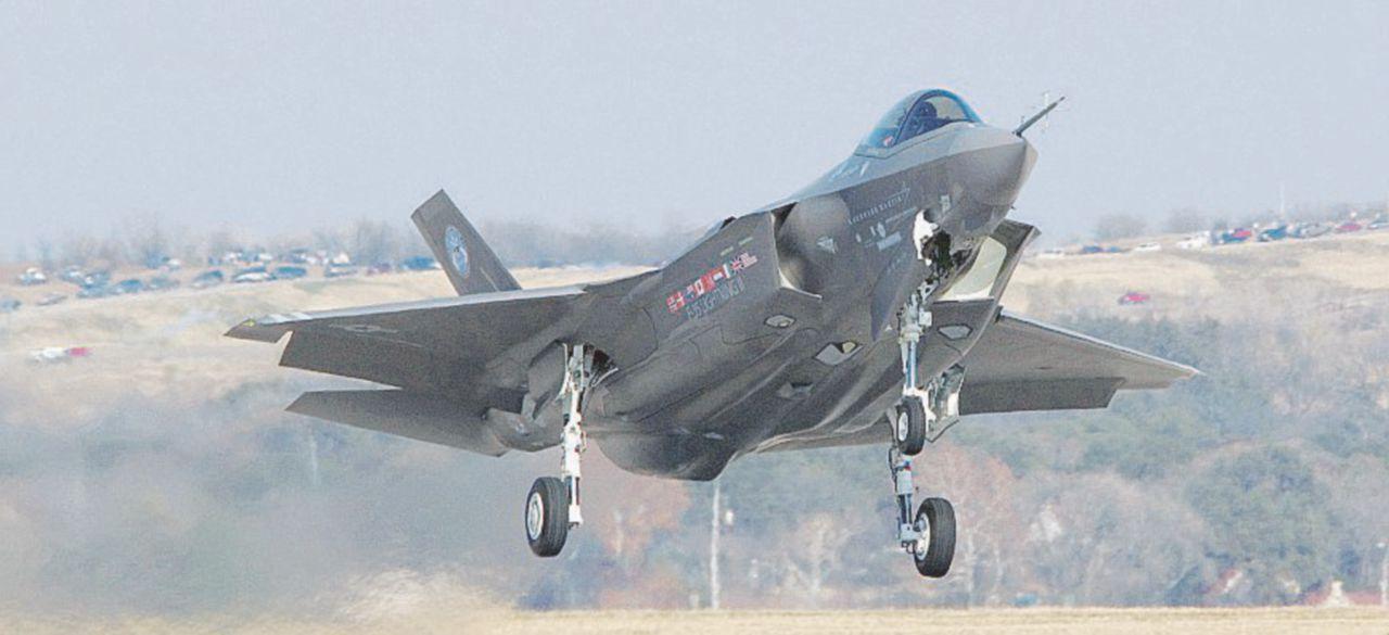 F-35, ritardi e costi duplicati: ma si va avanti