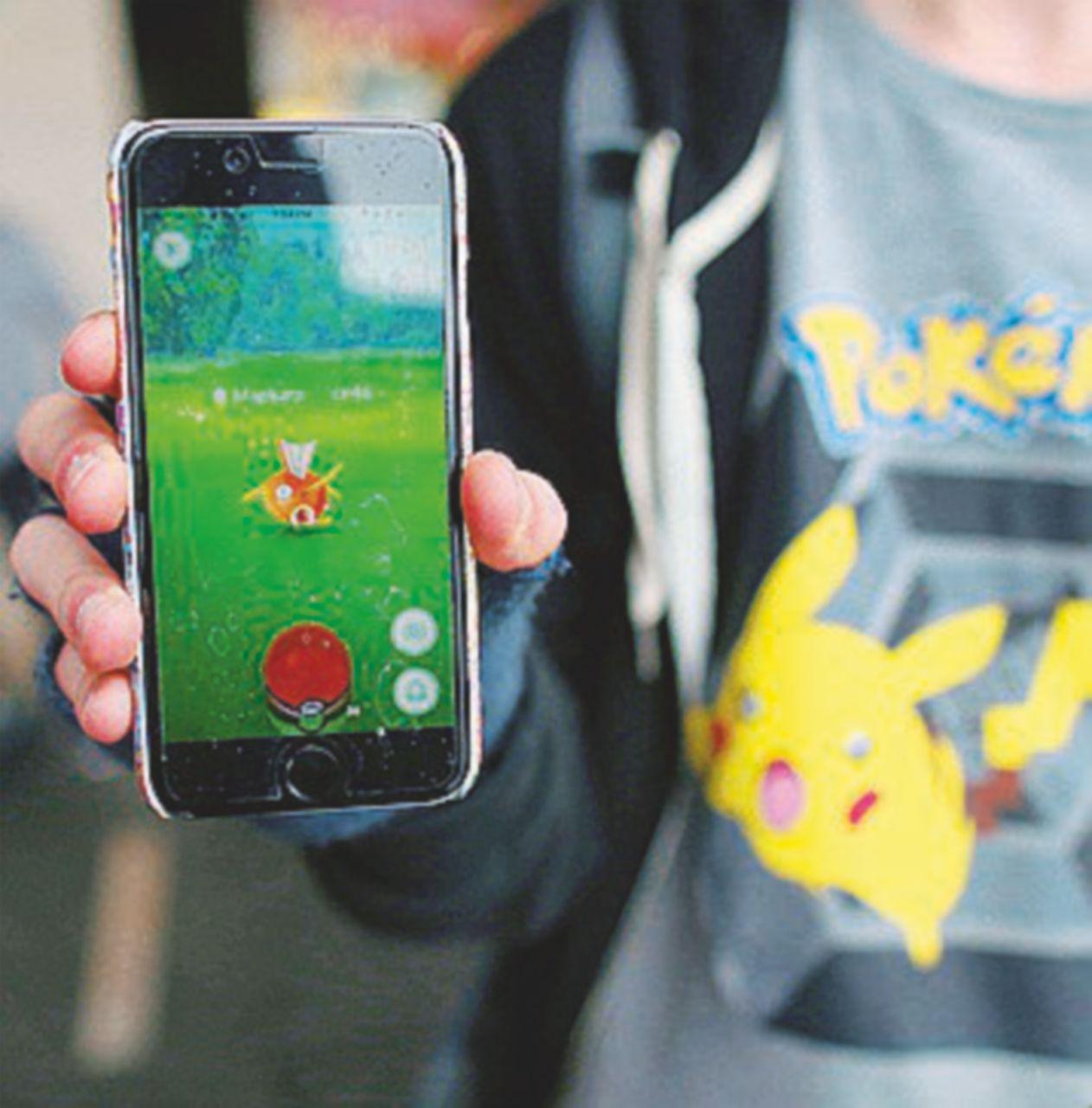 PokemonGo, gli svalvolati con in mano un cellulare