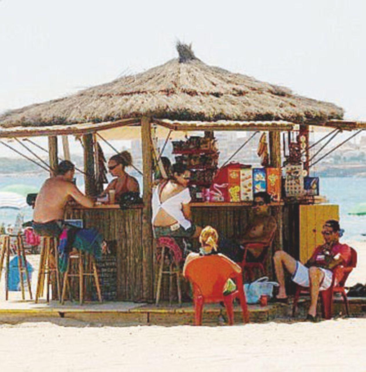 L'invasione di chiringuiti on the beach, on the street