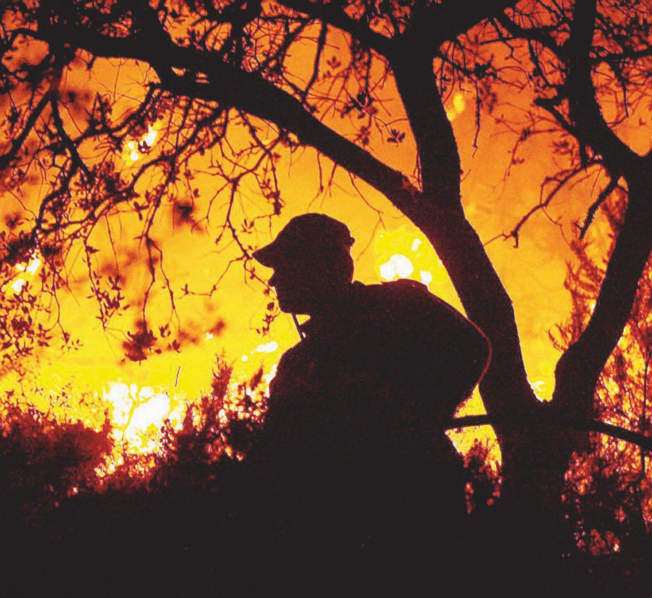 """""""Noi vigili del fuoco 'discontinui': pronti, ma lasciati a casa"""""""