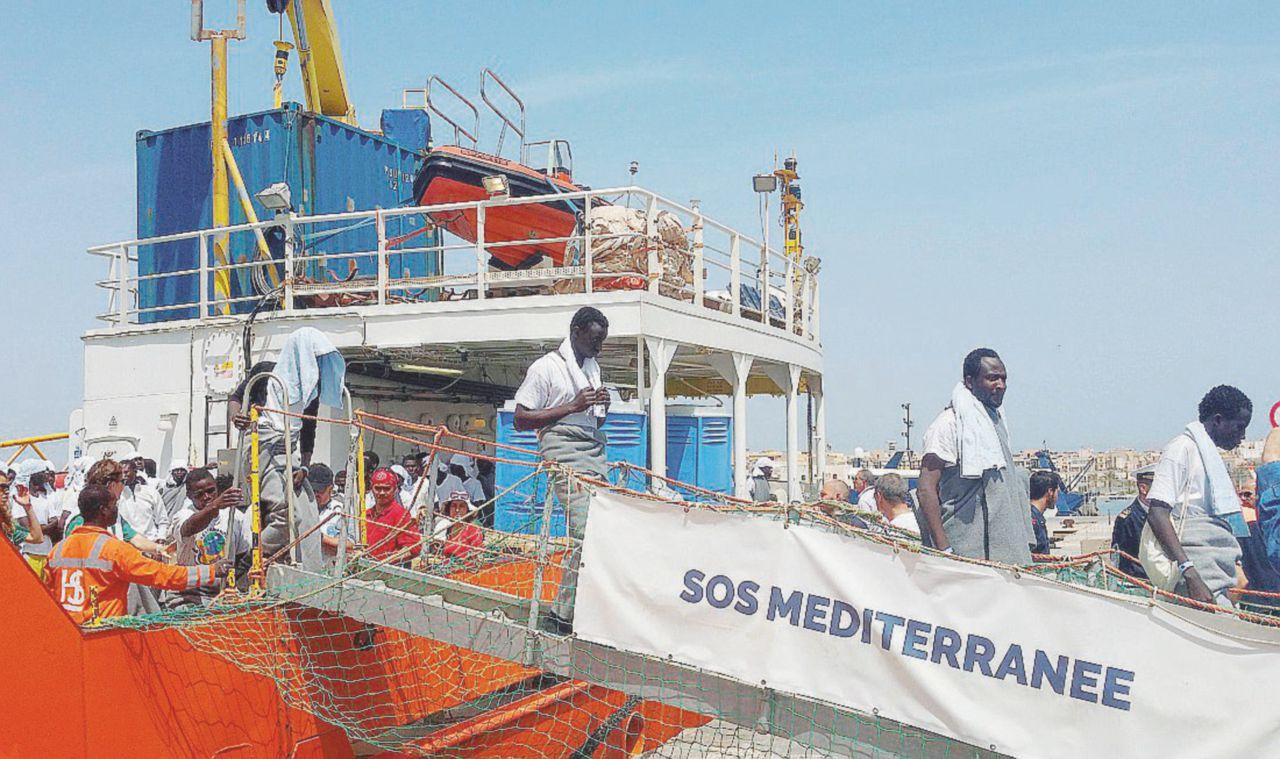 Migranti, Sos Méd firma e mette all'angolo Msf