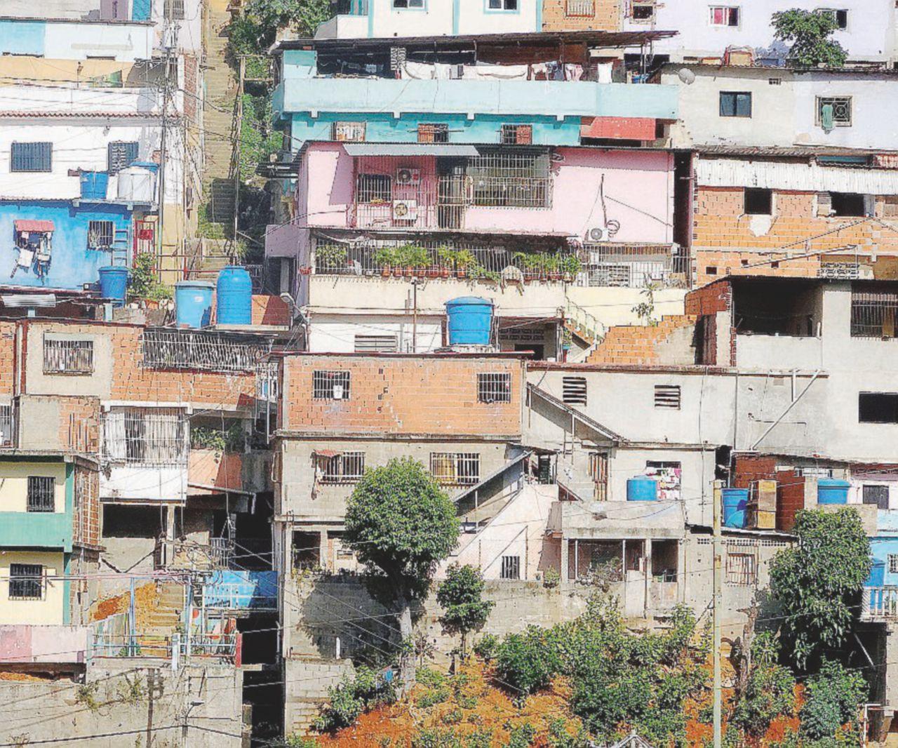 Nuove piaghe venezuelane: acqua con le feci e alluvioni