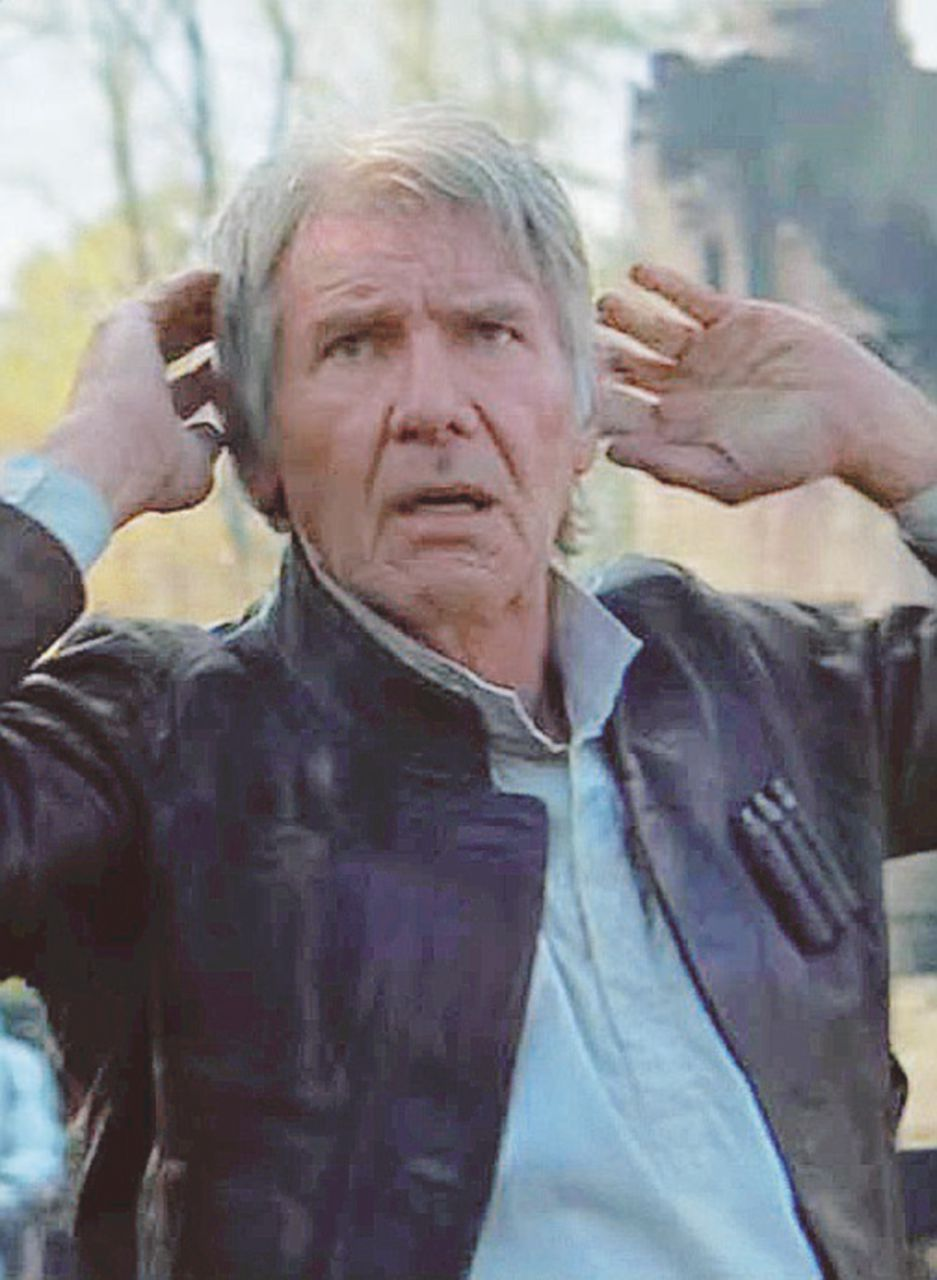 Harrison Ford messo ko dal Millennium Falcon