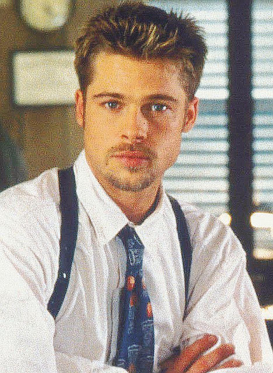 La mano in tasca (infortunata) di Brad Pitt