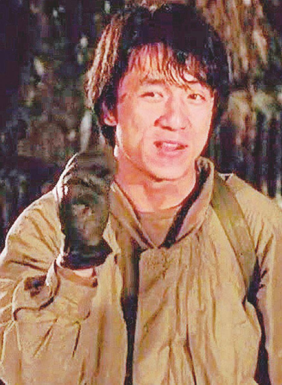 Nella collezione di Jackie Chan c'è la protesi al cranio