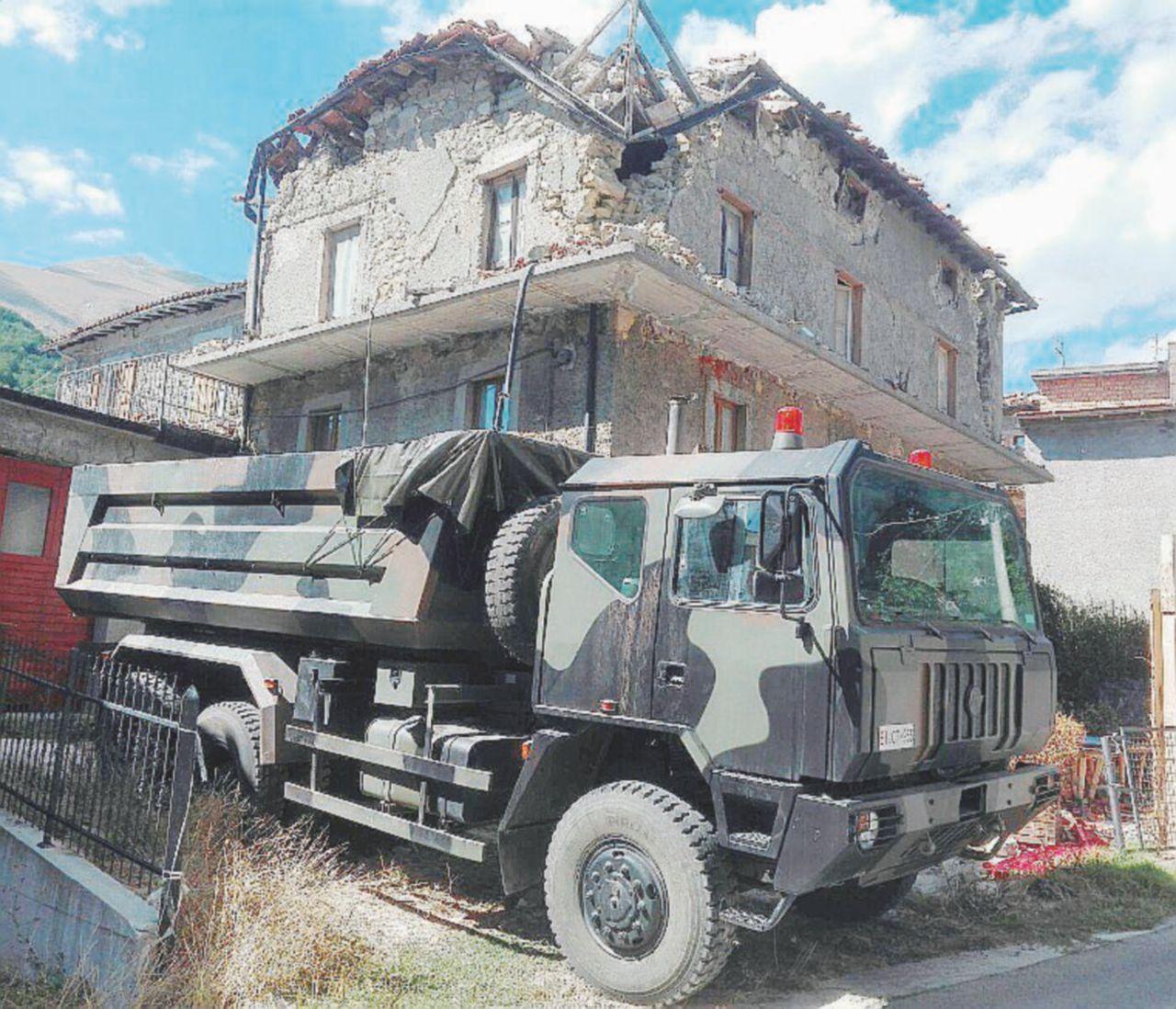 Sisma, l'Esercito spedito d'urgenza a spalare per il Gentiloni Day