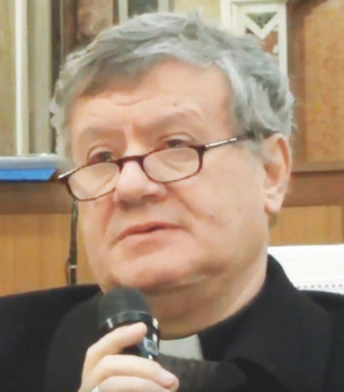 """Il vescovo si scatena: """"Piromani peggio dell'Isis"""""""