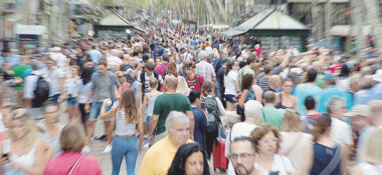 Turisti e cittadini riconquistano le Ramblas