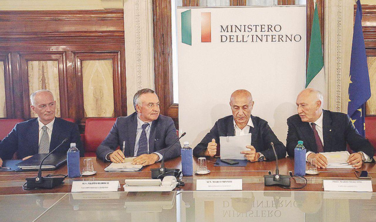 Ora l'Isis minaccia l'Italia. Espulsi altri tre islamisti