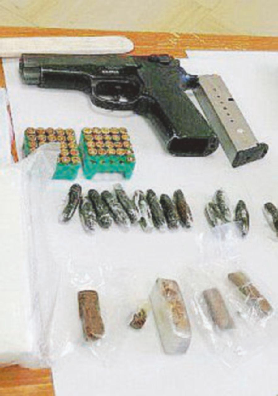 Maxi sequestro di armi in casa di un pregiudicato