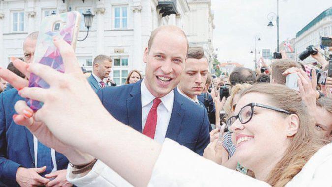 """""""Selfie sì, autografo no"""": è la dura legge della Royal Family in pubblico"""