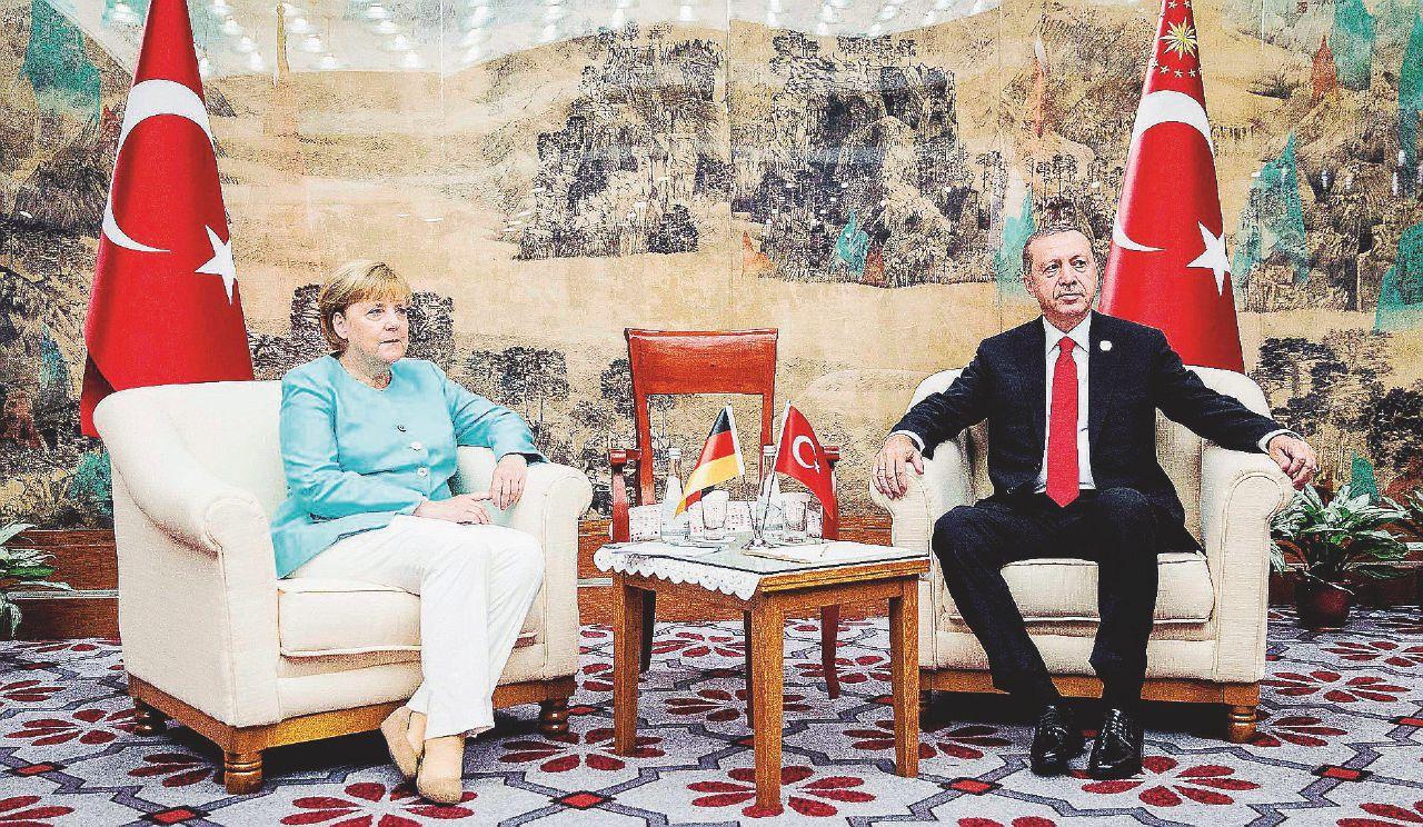"""""""Non votate i  nemici"""". La fatwa di Erdogan sulle urne tedesche"""
