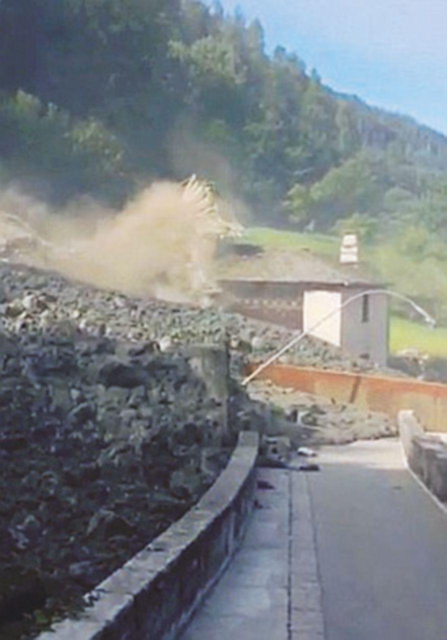 Frana al confine  con la Svizzera:  100 persone evacuate