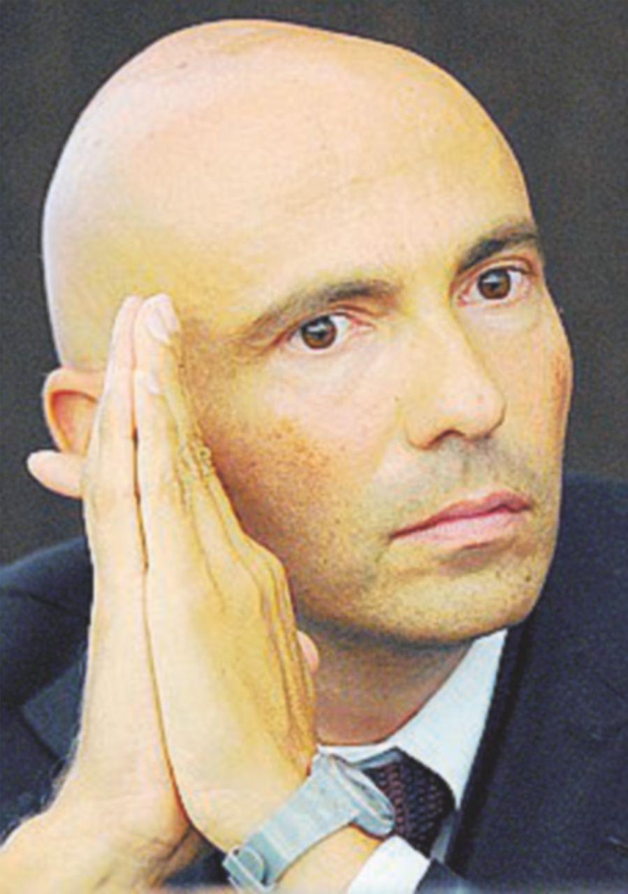 Giulio Napolitano e Zoppini, gli avvocati giusti per Vivendi