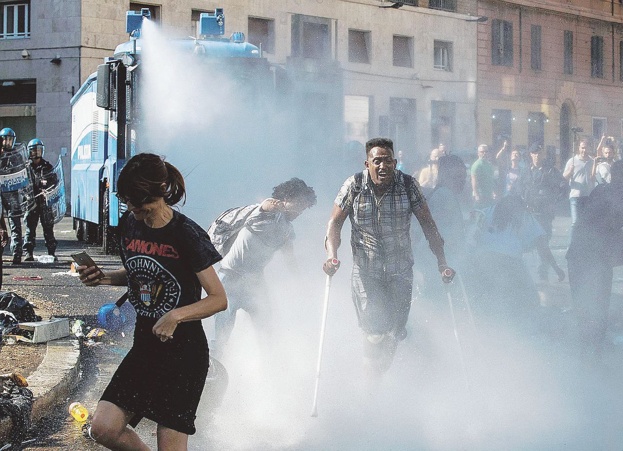 "Sgomberati i rifugiati ribelli: ""Se serve spezzate le  braccia"""