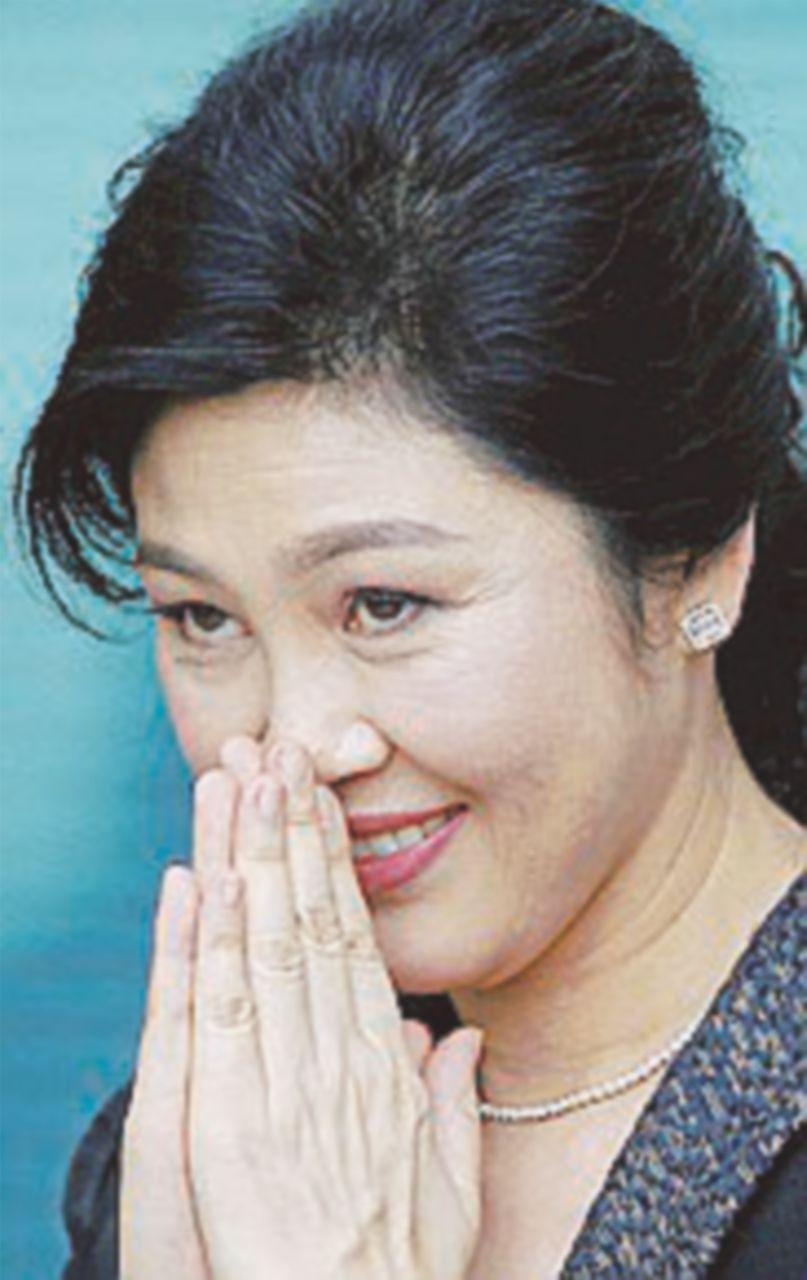 La Corte l'aspetta per leggere la sentenza, l'ex premier Shinawatra preferisce la fuga