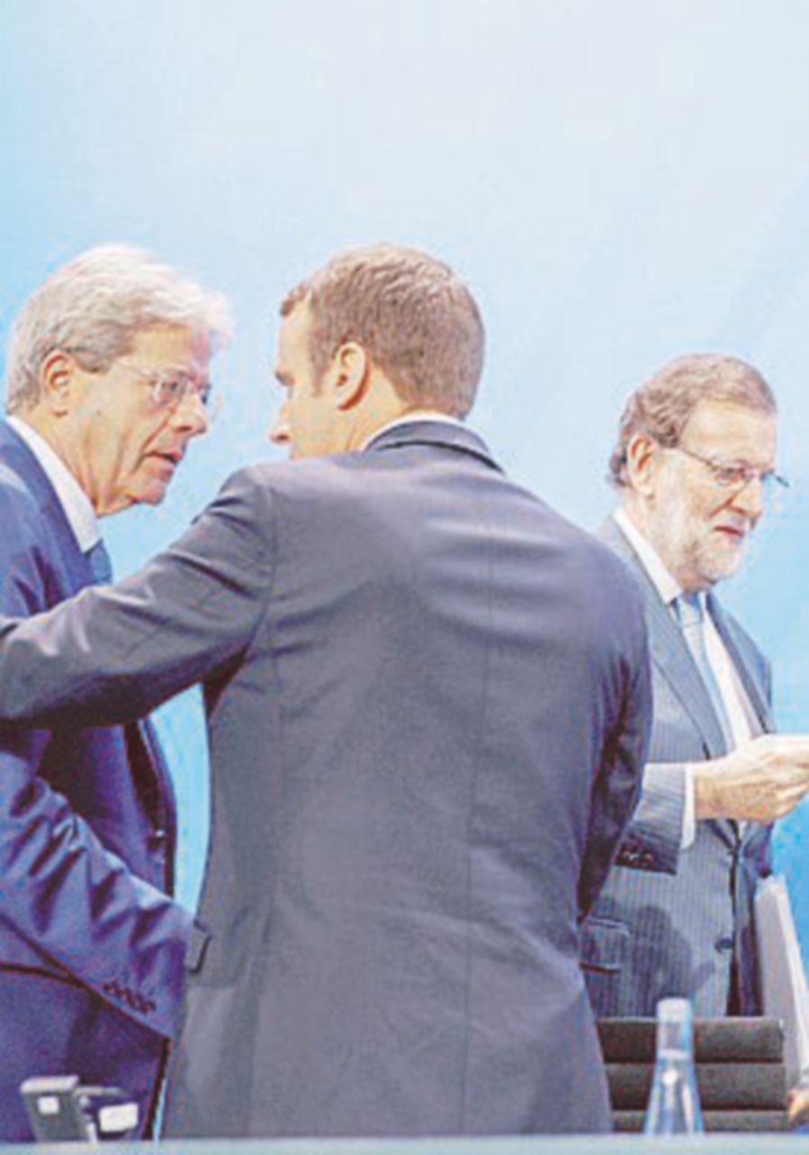 """Migranti, Libia ed Europa al vertice """"a quattro"""" di Parigi"""