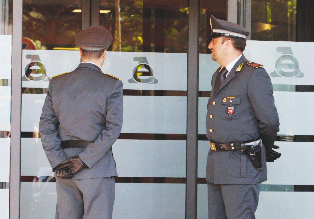 In Edicola sul Fatto Quotidiano del 28 agosto: Evasione, vietato indagare