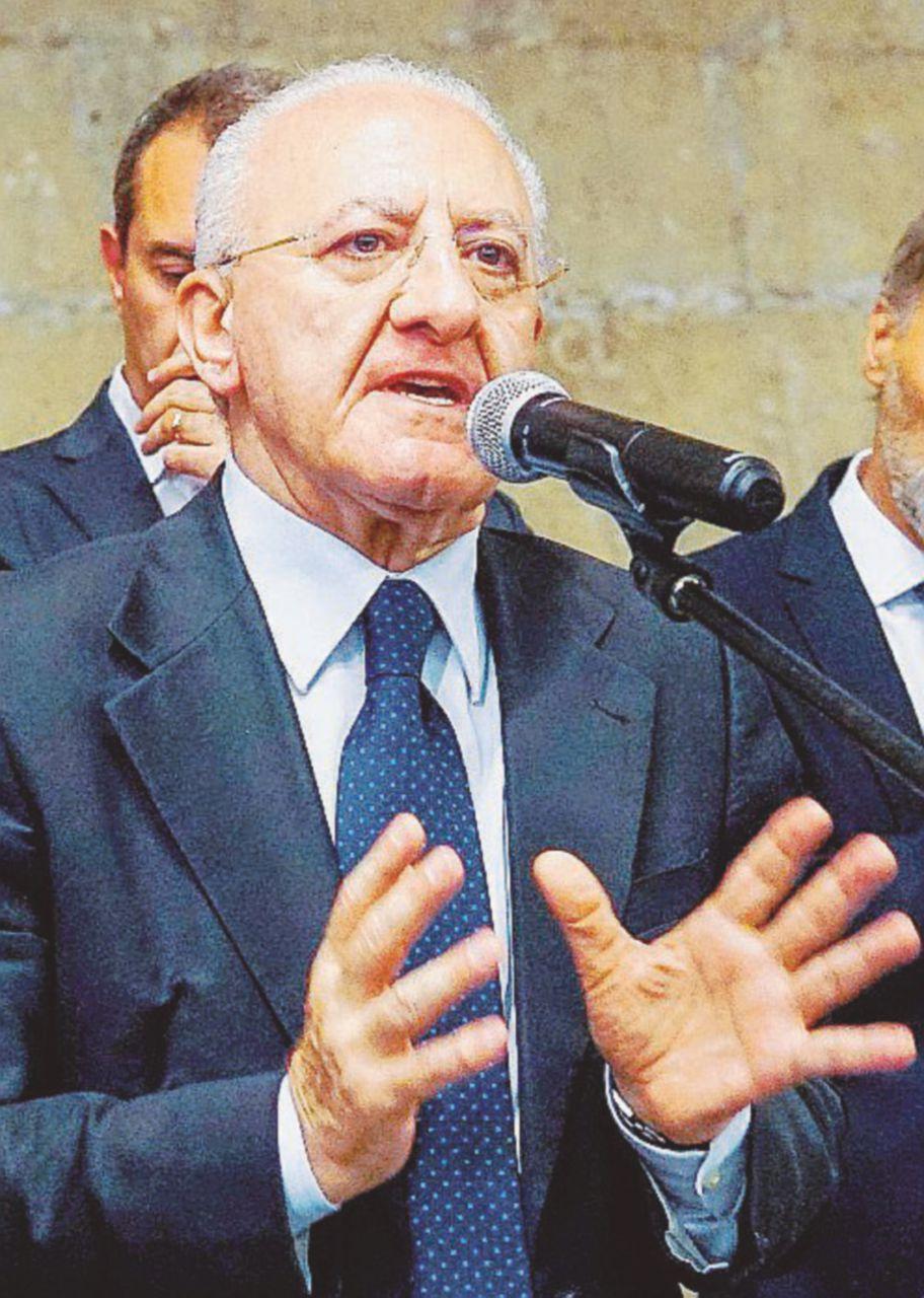 """De Luca si smarca: """"Commissario per il terremoto? Serve un tecnico"""""""