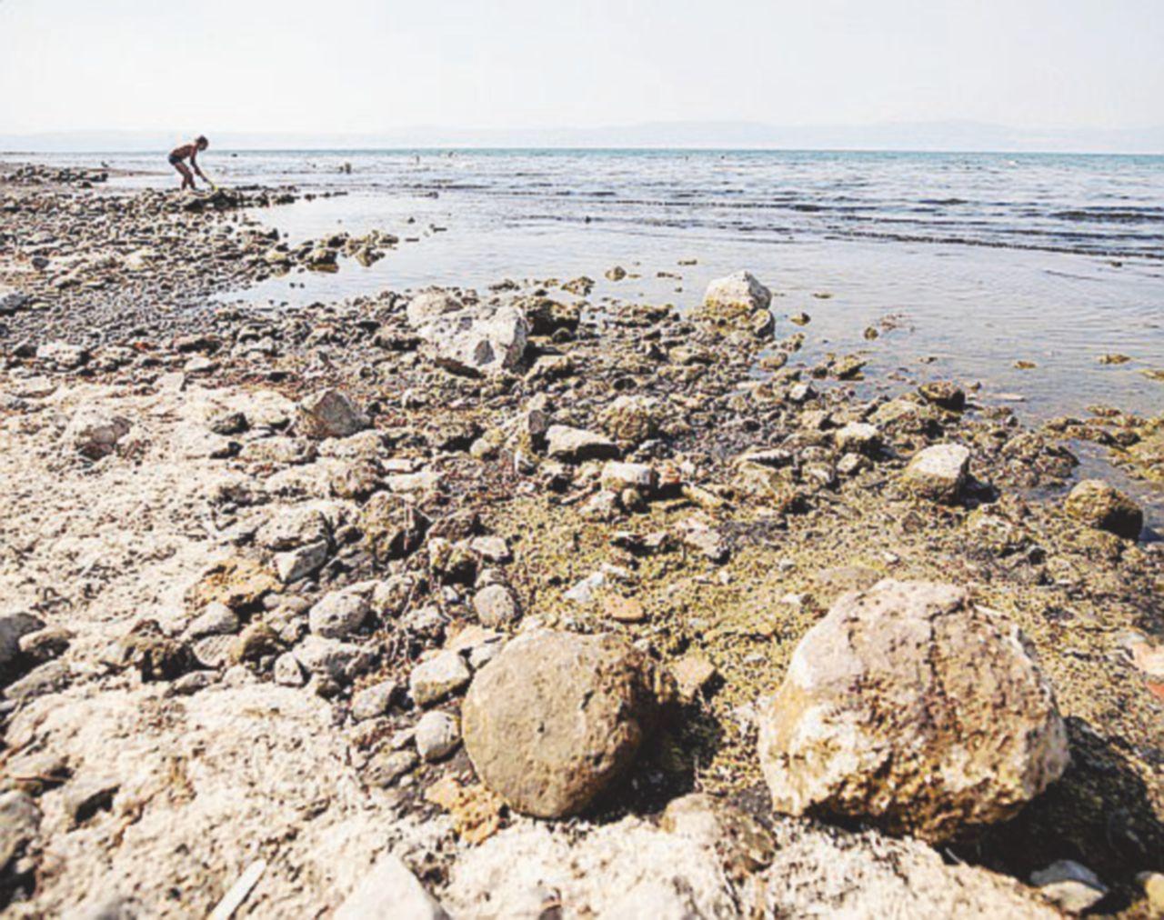 Bracciano, non c'è pace per il lago: venti indagati per prelievi idrici illegali, scontro Pd-M5S