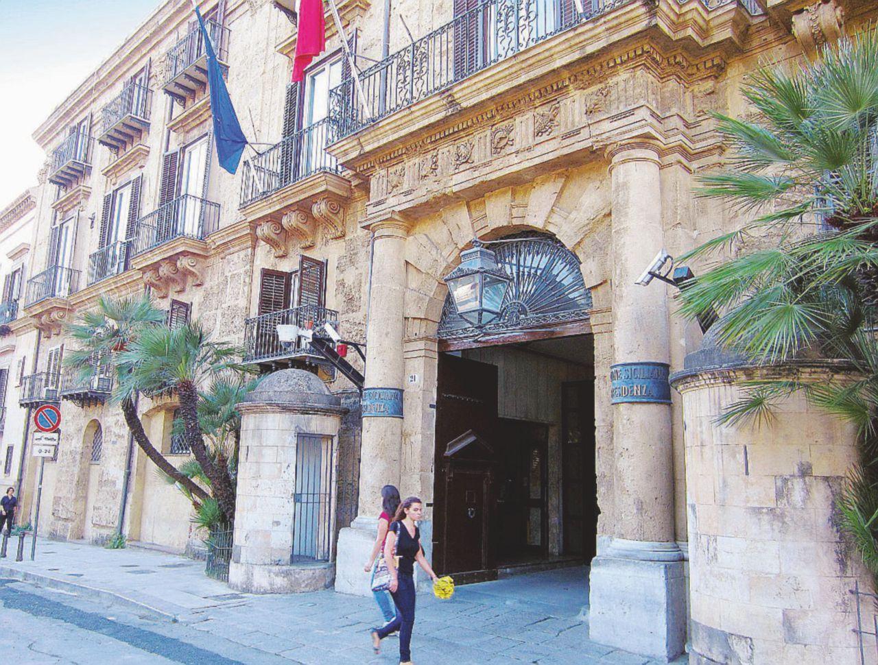 In Edicola sul Fatto del 30 agosto: Regionali Sicilia, i partiti al verde e il ritorno dei capibastone