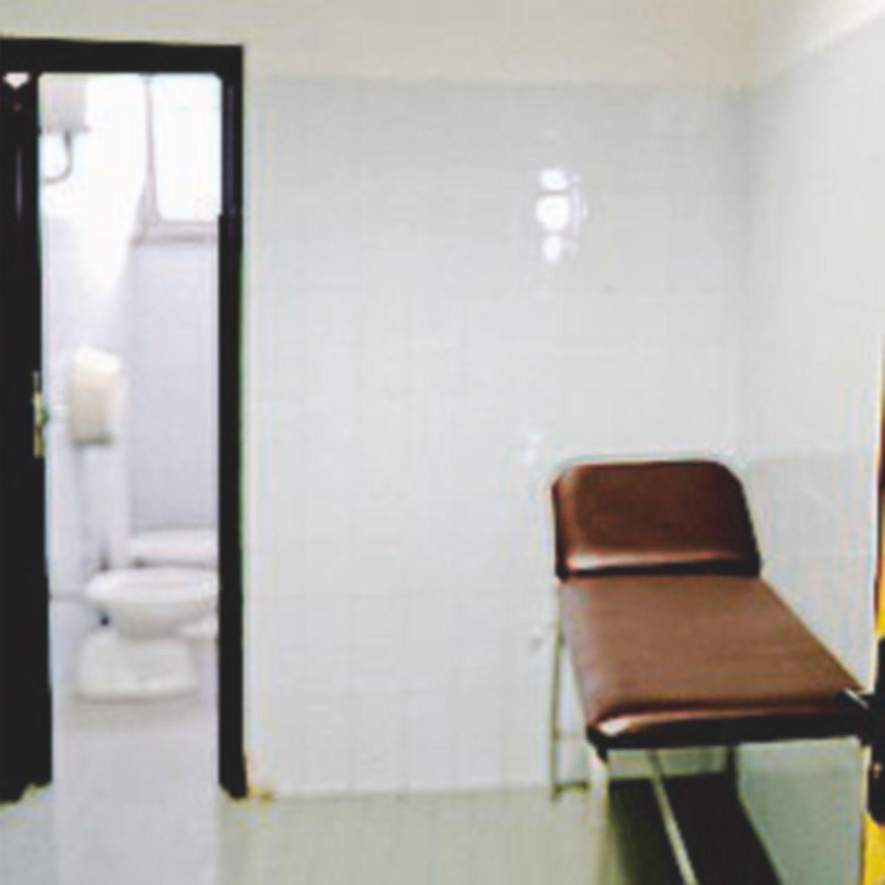 Napoli, salma vicino al bagno dell'ospedale. Aperta inchiesta