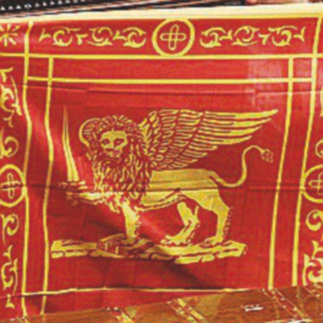 Veneto: la bandiera con il leone di San Marco diventa obbligatoria negli edifici pubblici