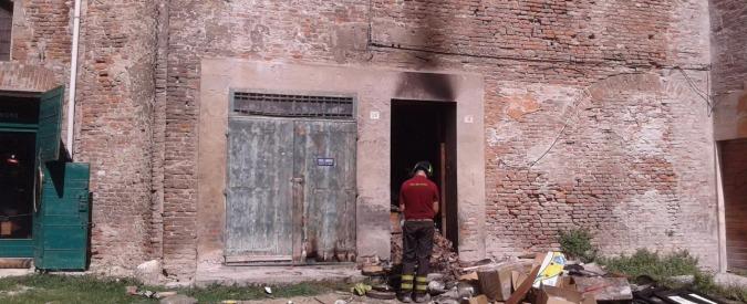 Ferrara, uccide a colpi di pistola moglie e figlio e si toglie la vita in strada