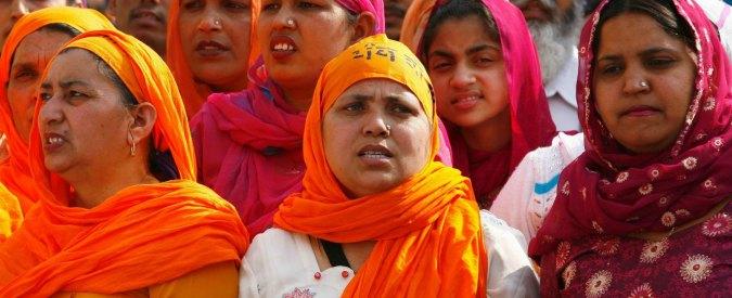 """India, la Corte Suprema vieta il divorzio istantaneo musulmano: non basta più che il marito pronunci la parola """"talaq"""""""