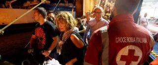 Terremoto a Ischia, turisti e abitanti in fuga dall'isola con i traghetti straordinari: 2600 sfollati