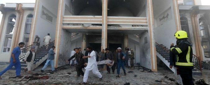 Kabul, attacco Isis contro moschea sciita: 30 morti. Tra le vittime anche l'imam