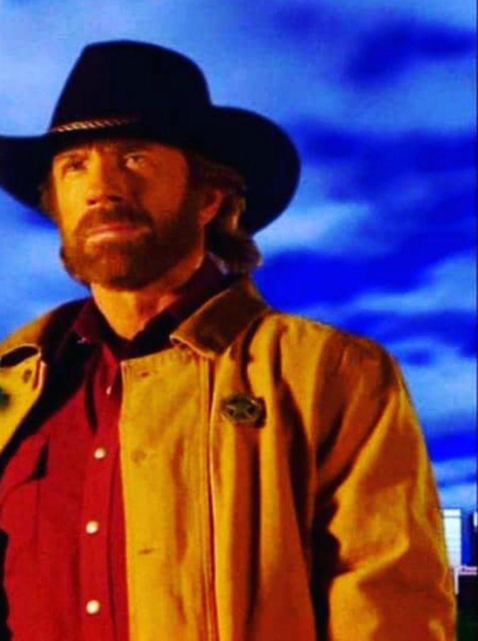 """Chuck Norris, due infarti in 45 minuti: """"Ha rischiato di morire, ma il fisico l'ha sostenuto"""""""