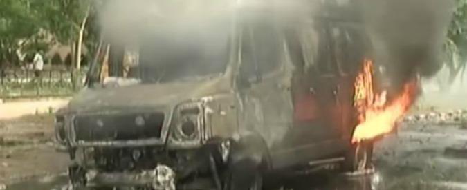 """India, 28 morti e mille arresti per le proteste contro condanna al """"Rock Guru"""". Treni in fiamme, coprifuoco in 2 città"""