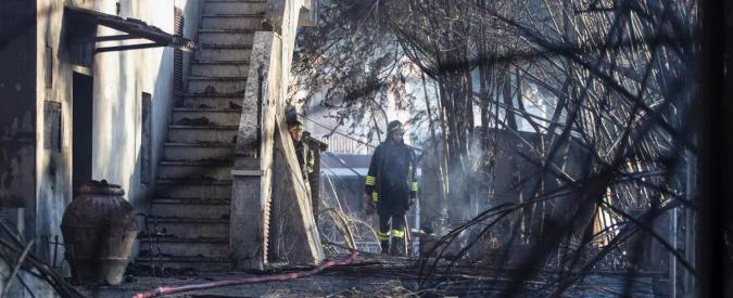 Incendi, fiamme in un terreno vicino Tivoli: due morti. Italia prima in Europa per il numero di roghi