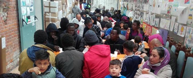 Ventimiglia, la prefettura chiude la chiesa simbolo dell'accoglienza. Prete: 'Migliaia di migranti ospitati senza soldi pubblici'